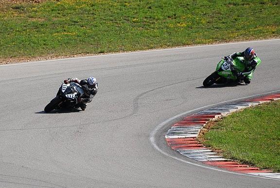 coupe de france promosport 2012 sur le circuit d'ales , sergio nageroni en bagarre sur sa Yamaha R1 -volkanik-endurance