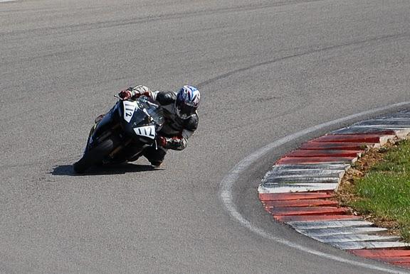 Coupes de france promosport 1000 circuit d'alés 2011, sergio au guidon de sa Yamaha R1