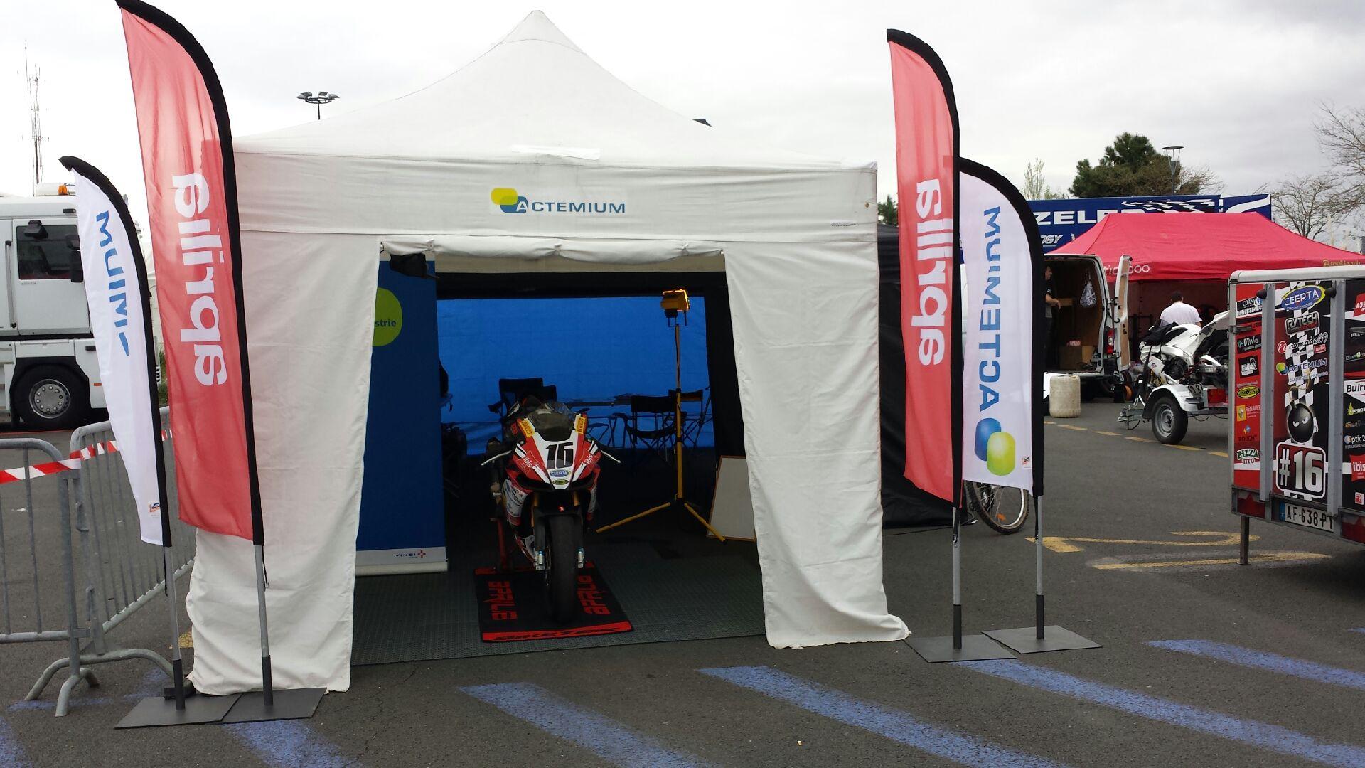 Stand sur la paddock du circuit du mans lors european bikes avril 2014