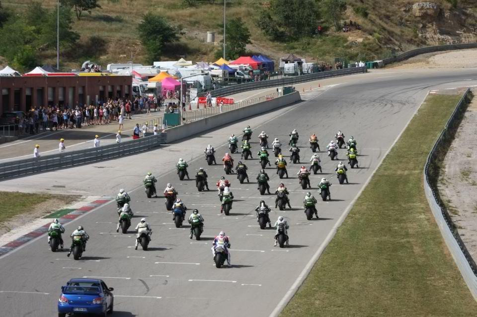 Depart d'une serie de la coupe de france promosport 1000 sur le circuit d'ales en 2013 volkanik endurance