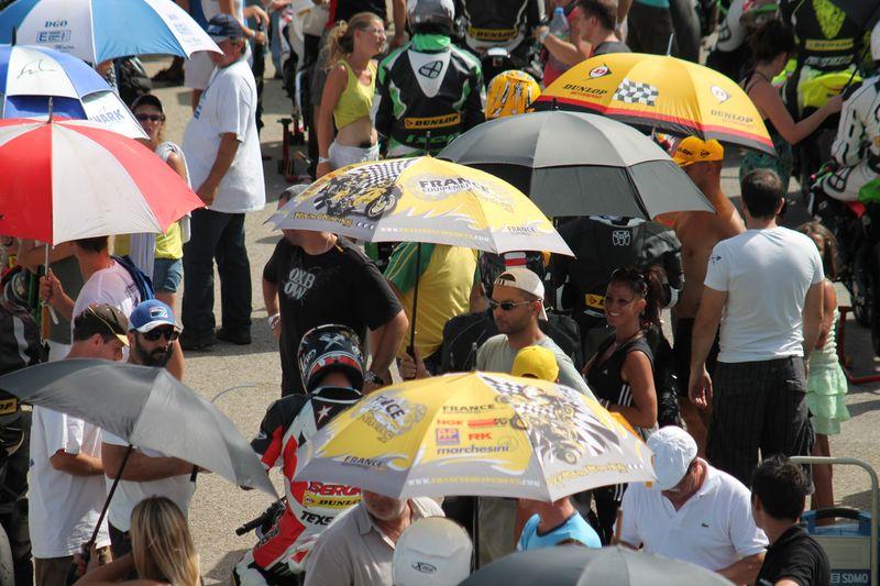 Team volkanik endurance en pre grille de la coupe de france promosport 1000 sur le circuit d'ales en 2013