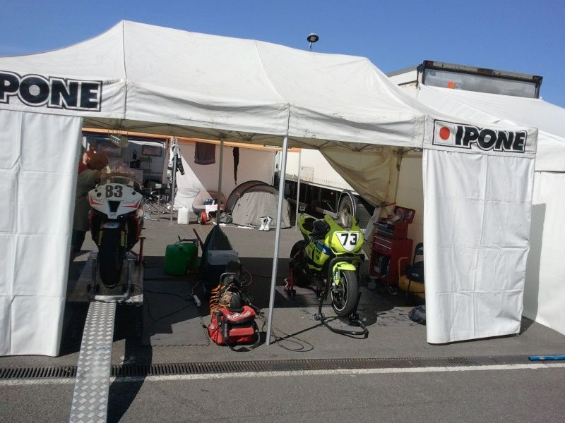 Stand volkanik-endurance Made In AUVERGNE lors week end de coupes de france promosport 1000 sur le circuit de nogaro