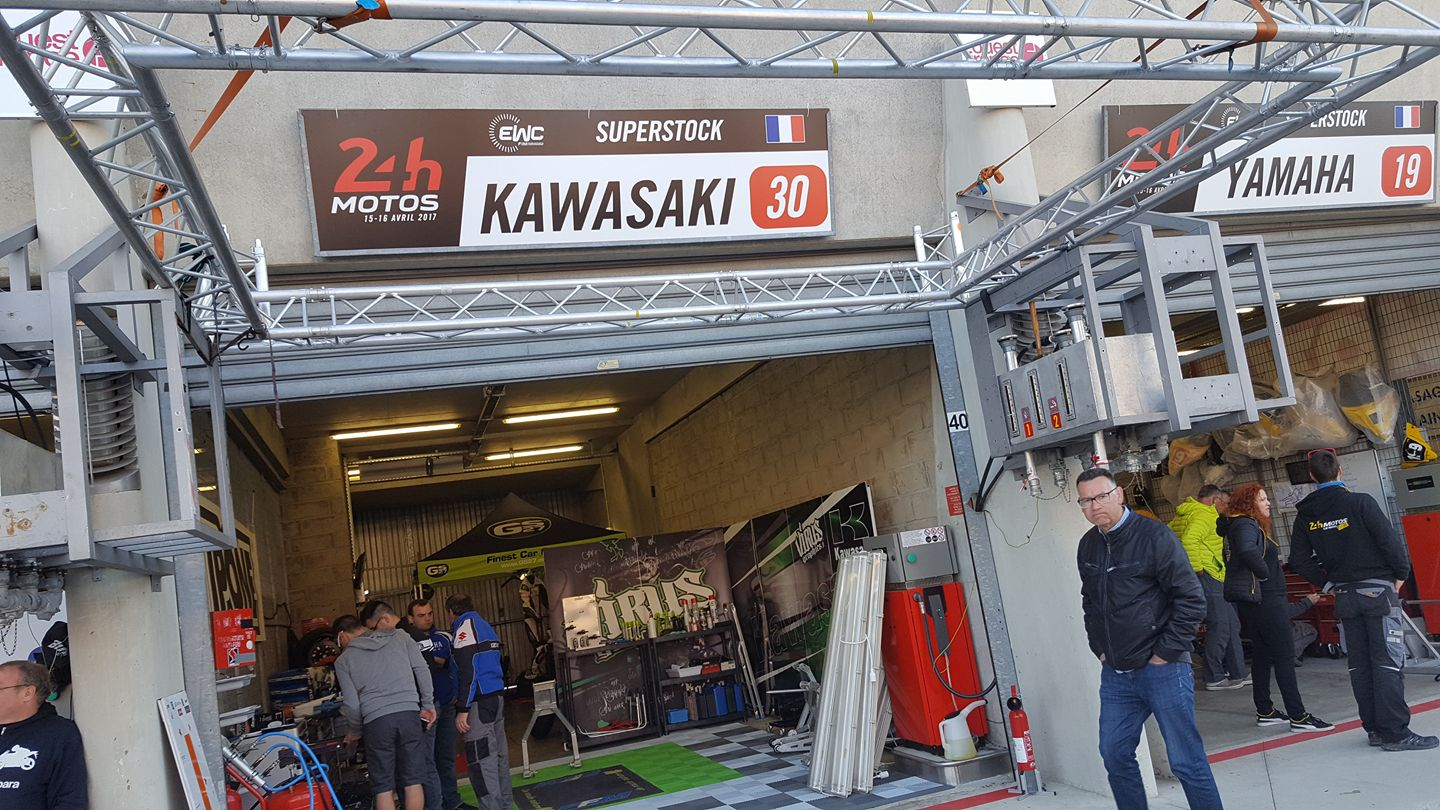 Box 24H du mans Motos Team No Limit 37 ,kawasaki zx-10R #30