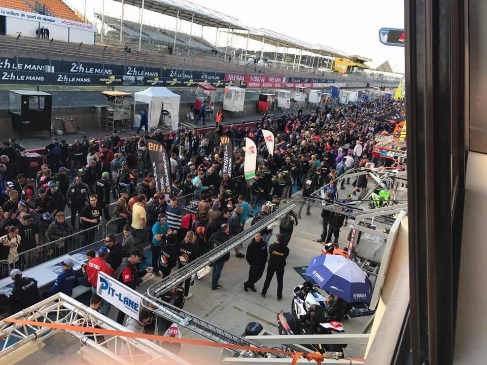Pitwalk circuit bhugatti 2017 24 H du mans Motos
