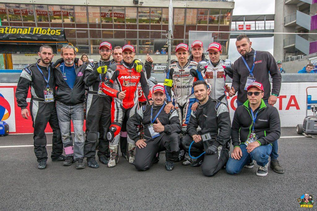 team no limit 37, pilotes Kevin rousseau, guillaume mitault, sergio nangeroni et les mecanos (jocelyn selva)