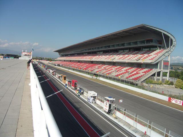 Ligne droite du circuit de barcelone lors des 24h motos de 2011