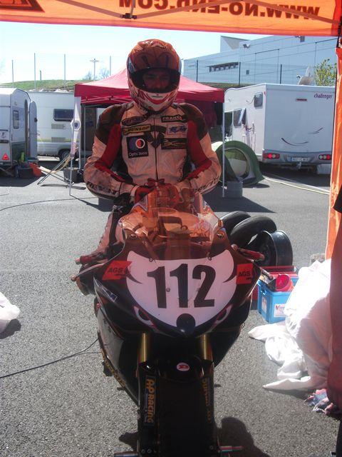 Sergio nangeroni sur sa yamaha R1 promosport 1000 circuit nogaro 2011
