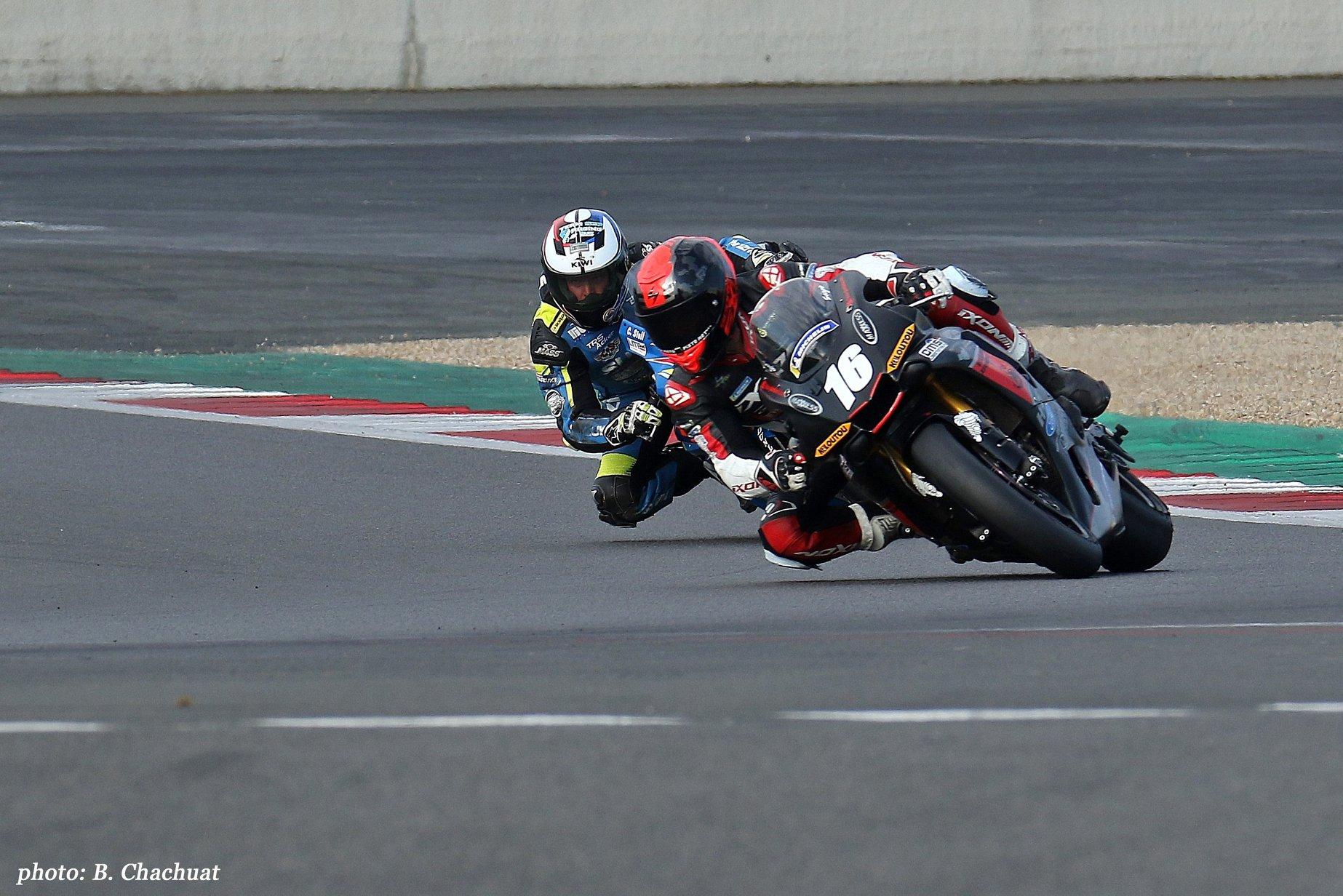 Sergio Nangeroni sur yamaha R1 circuit de nevers magny-cours devant clement stoll